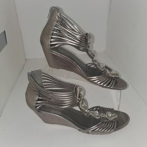 BCBGENERATION PL-Ven wedge strappy pewter 9.5